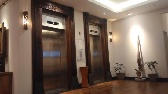 Sukajadi Hotel: elevator