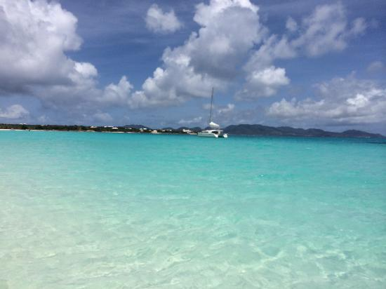 Anguilla Great House Beach Resort: crystal clear blue sea!
