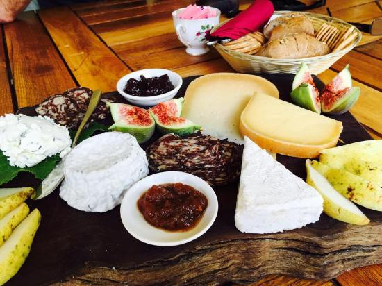 Nannup, Australia: delish gourmet sheep cheese platter
