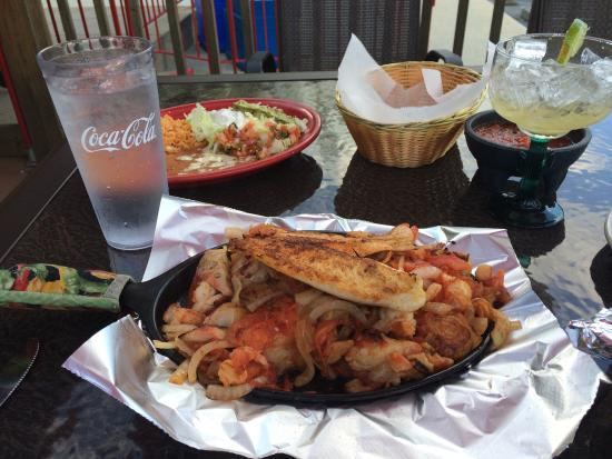 Mi Casa mexican restaurant: Margaritas and Seafood Fajitas!