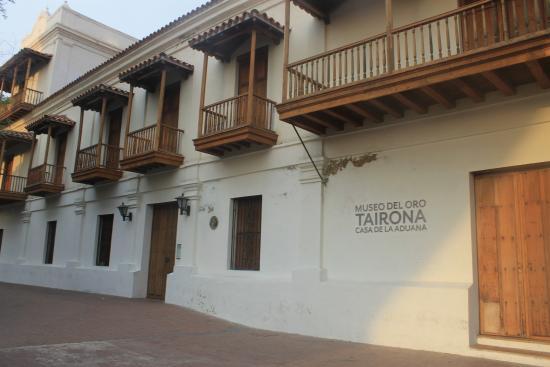 La fachada es bella santa marta districtmuseo del oro tairona casa de la aduana - La casa del compas de oro ...