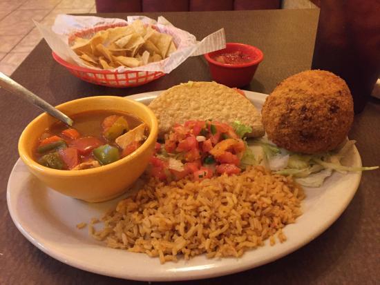 Liberty, تكساس: Chicken stuffed fried avocado plate
