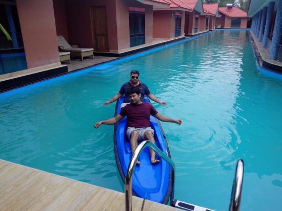 Nedumbassery, Hindistan: Boat to Enjoy in Pool