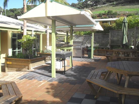 Kaitaia, Yeni Zelanda: BBQ area/courtyard