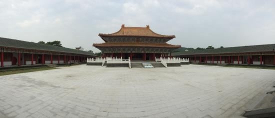 Confucius Temple: Temple court yard
