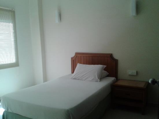 Marina Island Pangkor Resort & Hotel: Room with single bed separated from suite