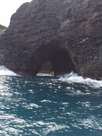 Eleele, ฮาวาย: archway along Na Pali coast