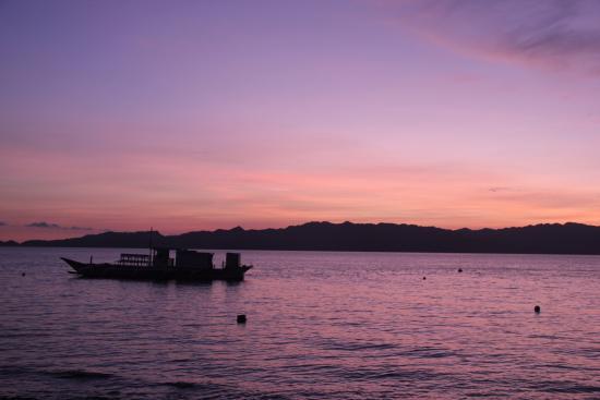 Sogod Bay Scuba Resort: Sunrise in Sogod Bay