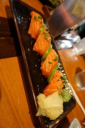 Clovis, كاليفورنيا: Salmon sushi