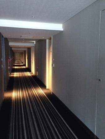 簡約設計的走廊