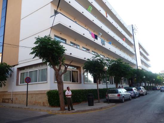 Сан-Лоренсо-дес-Кардассар, Испания: Pohled z ulice....