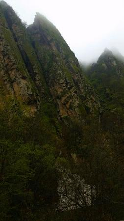 Syunik Province, Armenia: Скалы в дождь