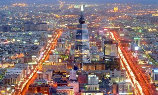 Al Faisaliah Hotel : منظر عام لمدينة الرياض وموقع الفندق