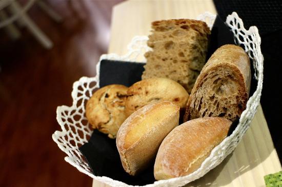 Ponteareas, Spanien: Warm breads