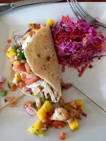 Mattituck, estado de Nueva York: 1/2 of the Fish Taco plate - come's with two tacos and a large serving of slaw.