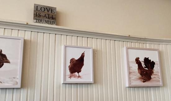 Mattituck, estado de Nueva York: Wall decor at Love Lane Kitchen