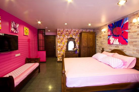 Sabai Sabai at Sukhumvit Hotel: DELUXE KING BED