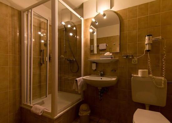 Stadt-Hotel Lörrach: Badezimmer