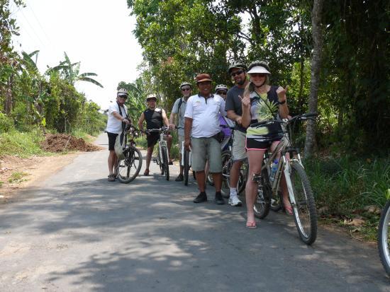Bali Bintang Bike Tours: Our guide and group