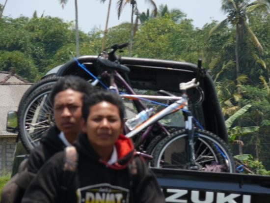 Bali Bintang Bike Tours: School children with their own transport