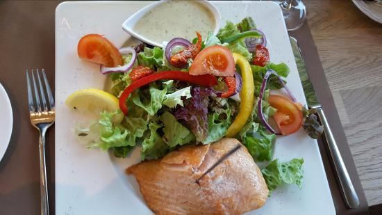 Restaurant Pier 29: SALADE AU SAUMON FUME