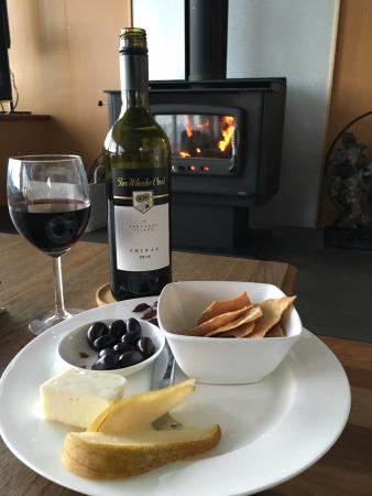 Kangaroo Beach Lodges : Fire and local provisions