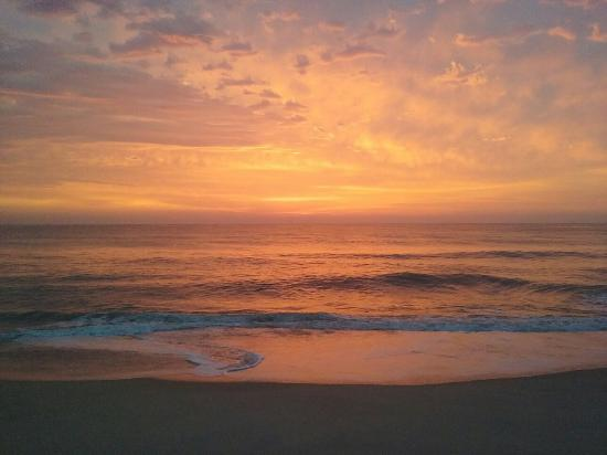 Ocean Pines Motel : Beautiful sunrises and perfectly quiet beaches
