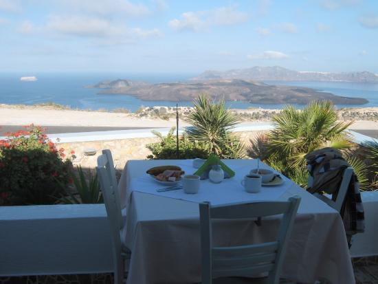 Breakfast & stunning caldera view! You can see the ancient city of Akrotiri and Oia on either si