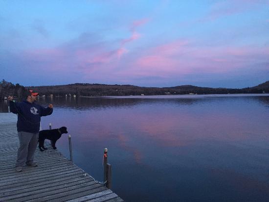 تول تيمبر لودج: Fishing on the boats docks during the quiet season, late April 2016.