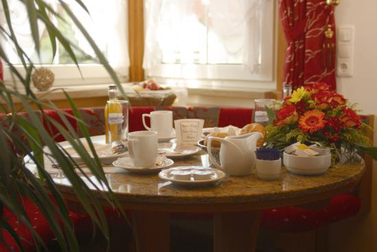 Appartement Pension Zum Zacherl: Frühstück
