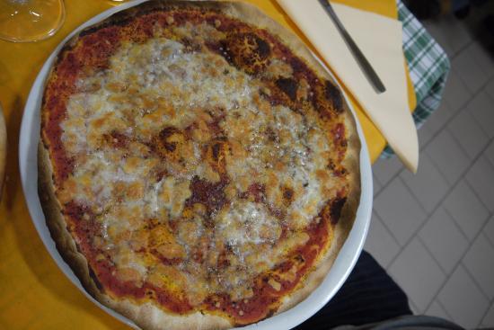 Monte San Giovanni in Sabina, Italia: Pizza buonissima!! La diavola!!!
