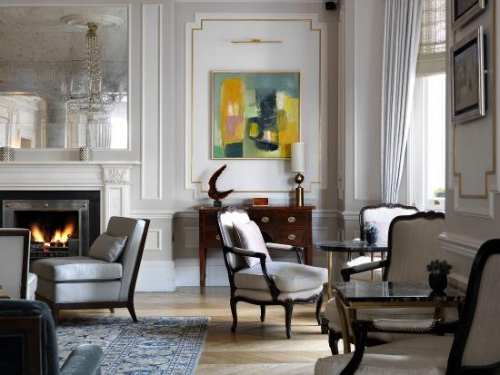 Drawing Room Corner Showpiece: THE KENSINGTON ££ (London)