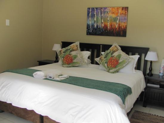 Absolute Cornwall Bed and Breakfast : One of our rooms with a king bed