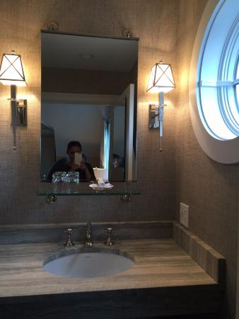 Kennebunk, Μέιν: Loved the bathroom sink decor