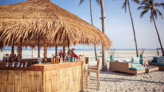 Laem Set, Thailand: Our beach bar and lounge area