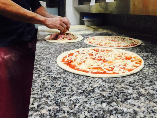 une pizza emporter sur levallois la 4fromages picture of mozz art pizza levallois perret. Black Bedroom Furniture Sets. Home Design Ideas