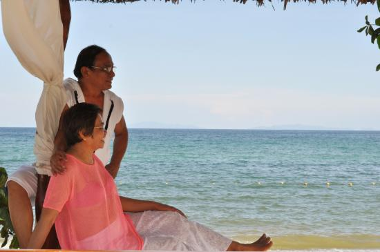 Foto Laiya Coco Grove Resort