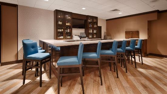 BEST WESTERN PLUS Kingston Hotel and Conference Center: Cocktail Lounge