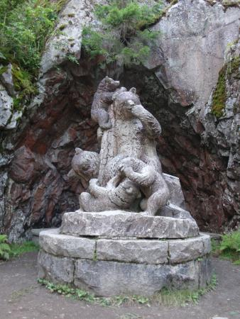 "Haemeenlinna, Φινλανδία: Скульптура ""Медведи"""