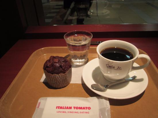 ベイクドケーキとコーヒーのセットで330円