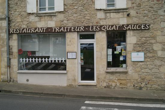 Le restaurant vu exterieur photo de les quat 39 sauces la for Restaurant exterieur