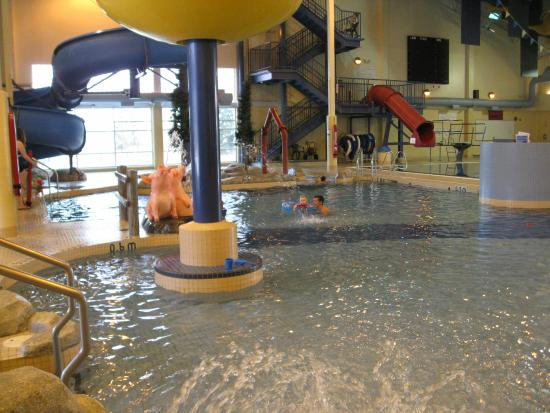 Steinbach, Canadá: Great view of the inside of the pool area for children and adults.