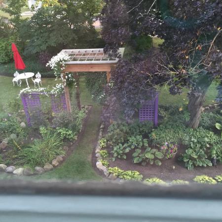 Bristol, Indiana: Garden