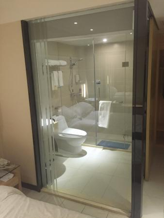 Guigang, China: vue salle de bain , hygiène irreprochable