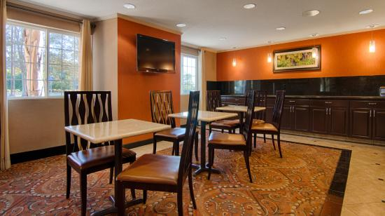BEST WESTERN PLUS Vineyard Inn: Breakfast Area