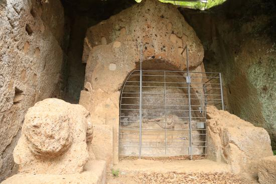 Necropoli del Puntone : Надгробие