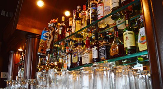 Medicine Hat, Kanada: We have a full bar in our Lounge