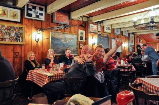 Little Annie's Eating House: Chicos de otra mesa. Así de acogedora es la gente en Aspen.