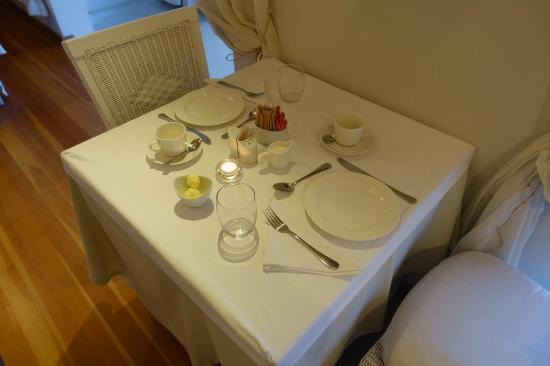 Swakopmund Guesthouse: tavolino sala colazione