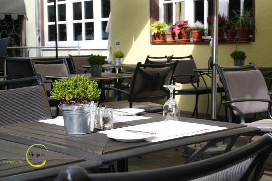 Herrmann Posthotel viagusta reisen gourmets unterwegs terrasse vor